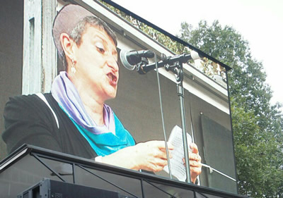 Rabbi Laura Janner-Klausner speaks at Solidarity with Refugees rally